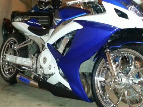 '06 Suzuki GSXR 750 9k miles air ride 300 kit leds hids chromed out