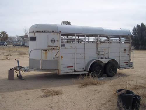 ***1850$ OBO 1986 WW 2-4 HORSE TRAILER w/ 2 Dividers (stock)