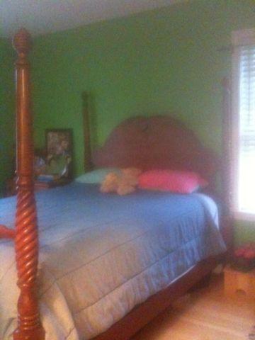Ethan Allen Queen size - 4 poster bed