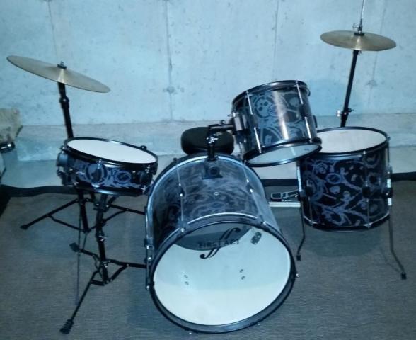 First Act Designer Drum Set, Stool and Extra Sticks