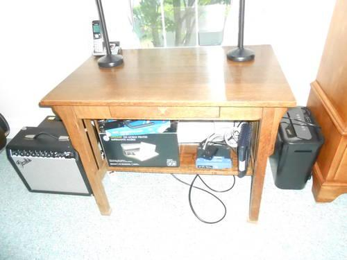 Full Size Computer Desk in Excellent Condition