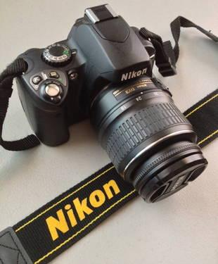 Nikon D40 DSLR Camera MINT CONDITION