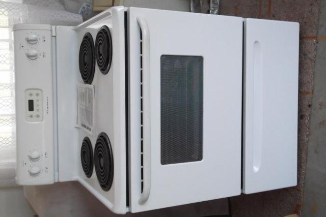 Used Frigidaire ES100 Electric Range with coil surface Elements