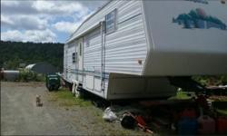 This 1997 Sunnybrook Mobile Scout 33RKFS is Beautiful and In Excellent Condition, it has been Very Well Maintained, with Tons Of Storage Throughout. Original Owner and Non Smoking. This unit sleeps 5-6 people. INTERIOR FEATURES: Vinyl Floors, Carpet, Oak