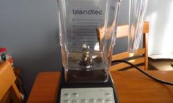 Blendtec Total Blender, FourSide Jar, Black ?Commercial-quality 1,560-watt countertop blender with 3 HP direct-drive motor ?Preprogrammed blending cycles; digital touchpad controls; auto shutoff ?2-prong stainless-steel blade spins at up to 29,000 rpm;