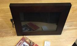 DIGITAL PICTURE FRAME UP FOR SALE IS A VERY GENLY USED/BARLEY USED DIGITAL PICTURE FRAME. THIS UNIT HAS BEEN TESTED AND WORK 100 PERCENT. I ALSO HAVE ONE 1GB MEMORY CARD FOR THIS ITEM I AM THROWING IN FOR FREE. CHECK OUT MY PICTURES. BEAT THE CHRISTMAS