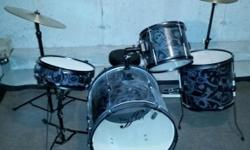 Gently used by my son, not beaten on. In very good shape. Purchased new from Toys R Us for $250, asking $125. Product Description This full-sized drum set has excellent tone, and everything you need to rock out. Drums include snare, rack tom, floor tom,