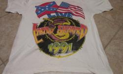 Lynyrd Skynyrd vintage 1991 tour white t shirt. Beautifull designs on both front and back . Colors are vibrant - not faded. No rips, no tears, no holes Tag- Hanes. Size Medium. Top to Bottom measures 25 1/2in. Pit to Pit- 18 1/2 in.