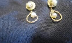 "Vintage gold and pearl drop earrings with hook back. There is one pearl affixed to a gold plate and another gold pearl hung in a gold twisted hoop. 1"" long, in excellent condition"