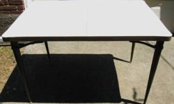 1960s ANTIQUE VINTAGE WHITE FORMICA KITCHEN TABLE MARBLE PATTERN Mid Century Furniture Brown Formica edge trim Table top (beneath the Formica) made of REAL WOOD Brown Metal removable legs Seats 4 people closed Expandable with leaf to seat 6 people